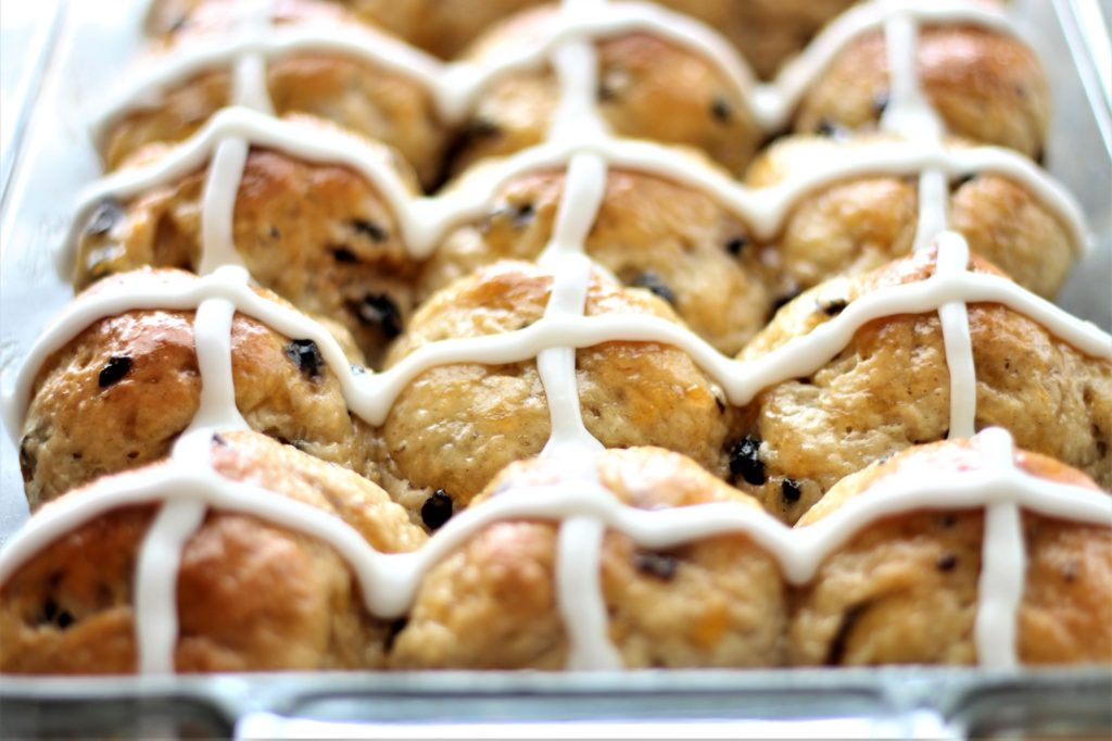 whole pan of piped hot cross buns