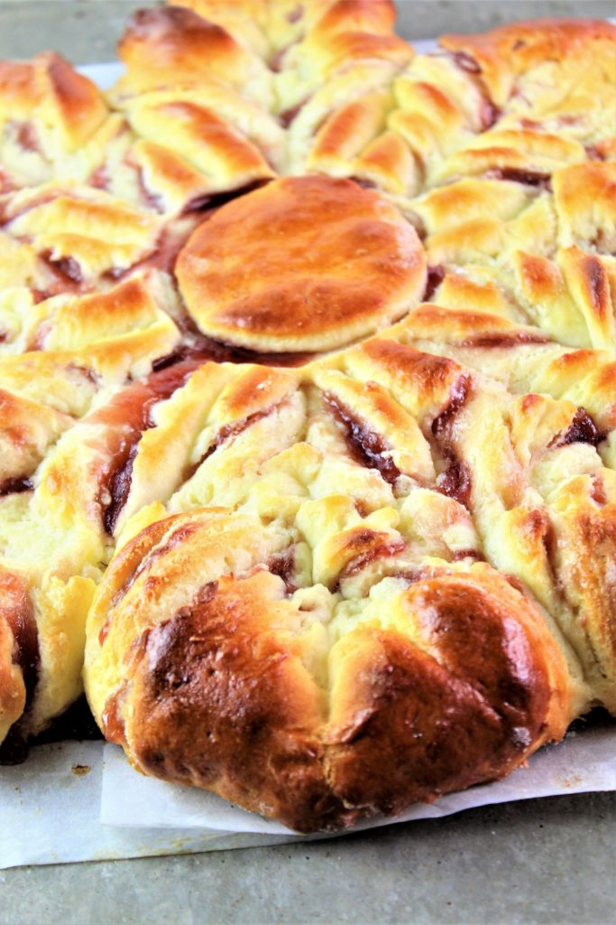 up close of gluten free star bread