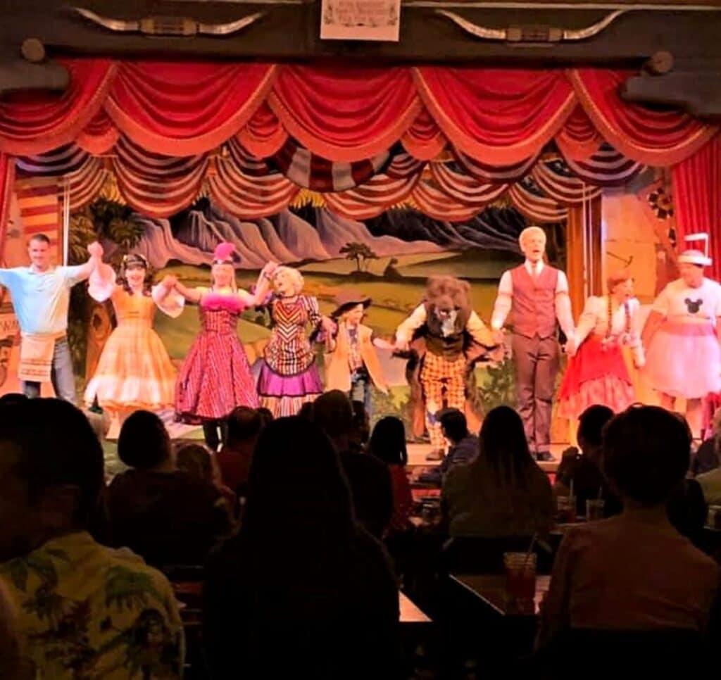 hoop dee doo with audience members on stage