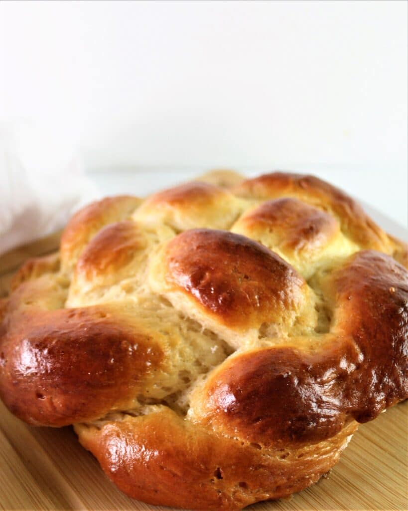 gluten free round challah on cutting board